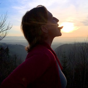 Sonja Mille kissing the sun